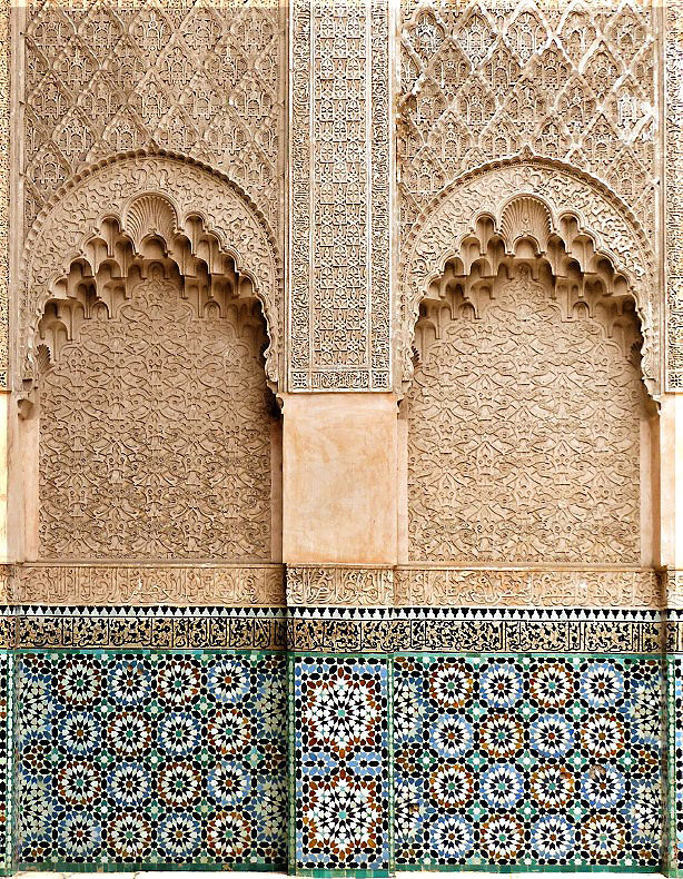 Wall with decorative coloured tiles and stucco work