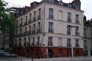Many buildings in the city centre (such as this one where the Boulangerie d'Antan stands on Rue de Verdun) show signs of settlement after the canals and rivers were filled in