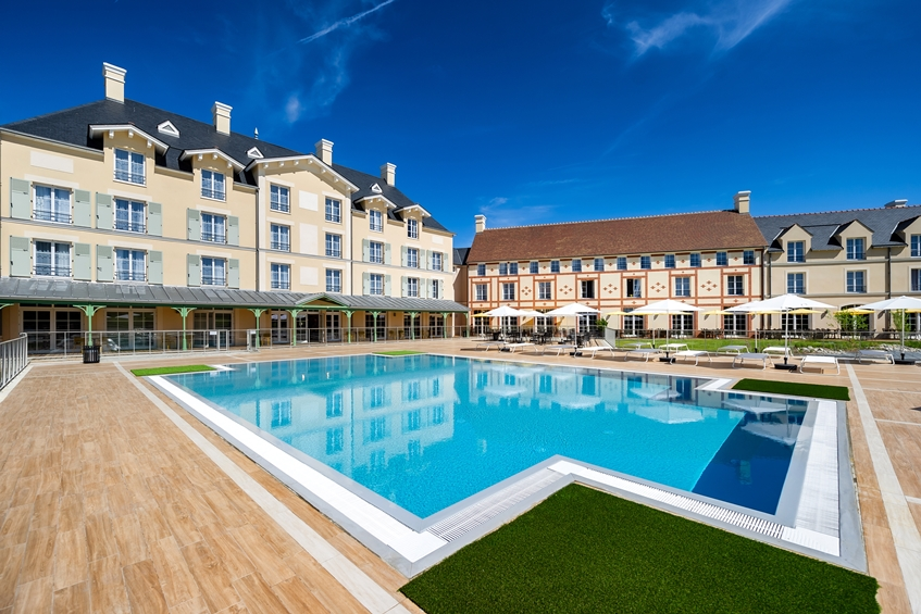 Staycity-Resort-Paris-Marne-la-Vallée-Property-and-Pool.jpg