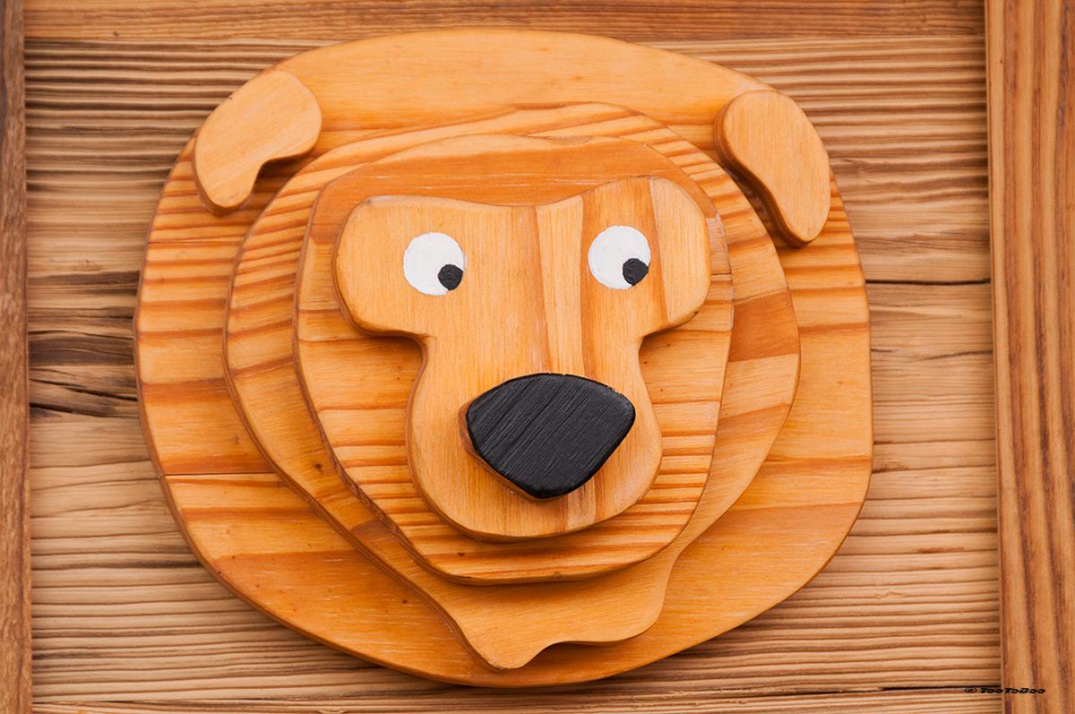 Plaque en bois représentant un ours