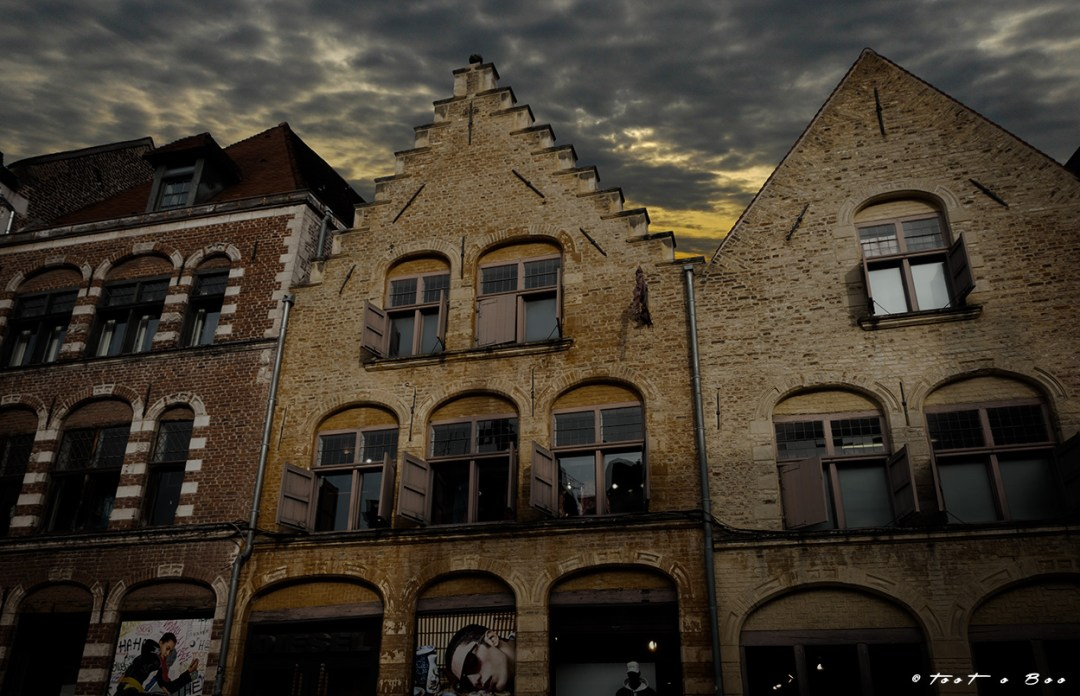 Facade grise soous un ciel menaçant dan le Quartier Wazemmes