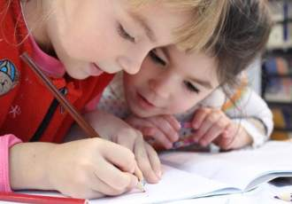 How to Nurture a Love of Arts in Your Kids from the Earliest Age