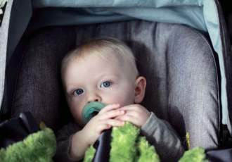how to keep your baby from crying in the car