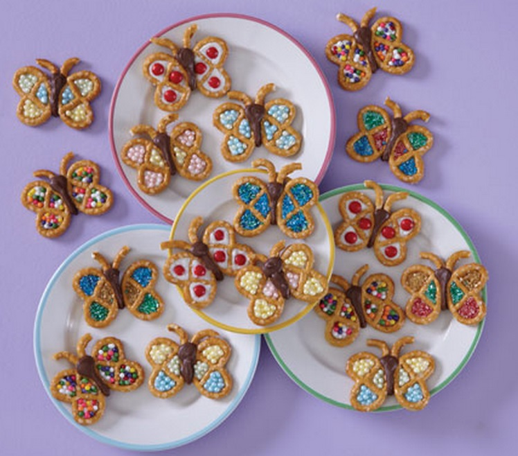 Mini Pretzel Decorated Snacks  That Look Like Butterflies