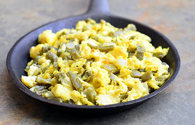 Scrambled Eggs with Cactus