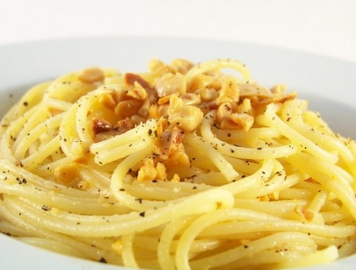 Spaghetti with Almonds & Garlic
