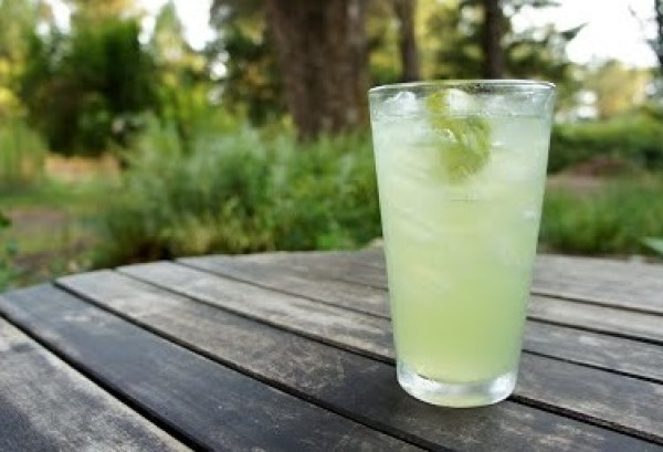 Homemade Cucumber Fizzy Drink
