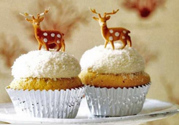 Coconut Snowball Christmas Cupcakes