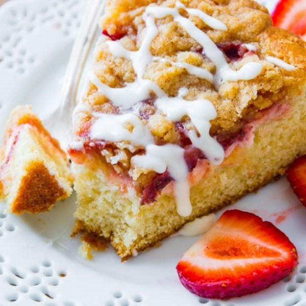 Strawberries 'n' Cream Crumb Cake