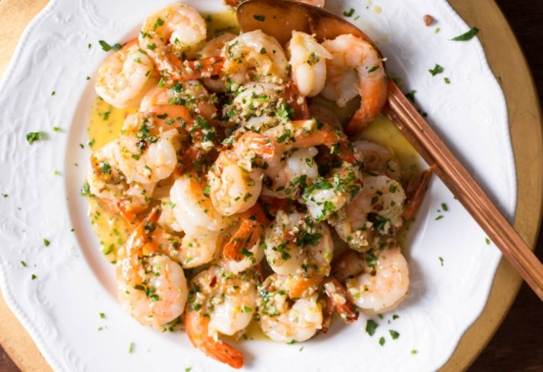 Shrimp Scampi With Garlic and Red Pepper Flakes