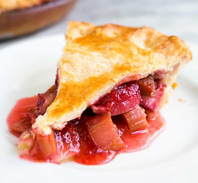 Classic Strawberry & Rhubarb Pie