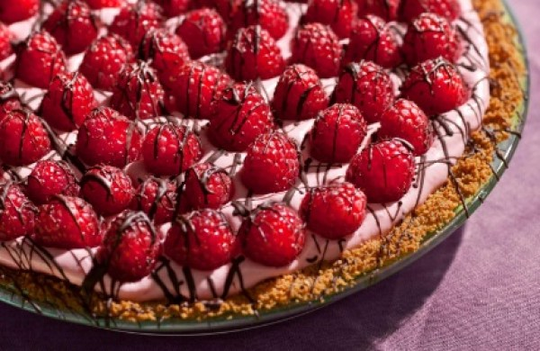 Raspberries in Cream Pie