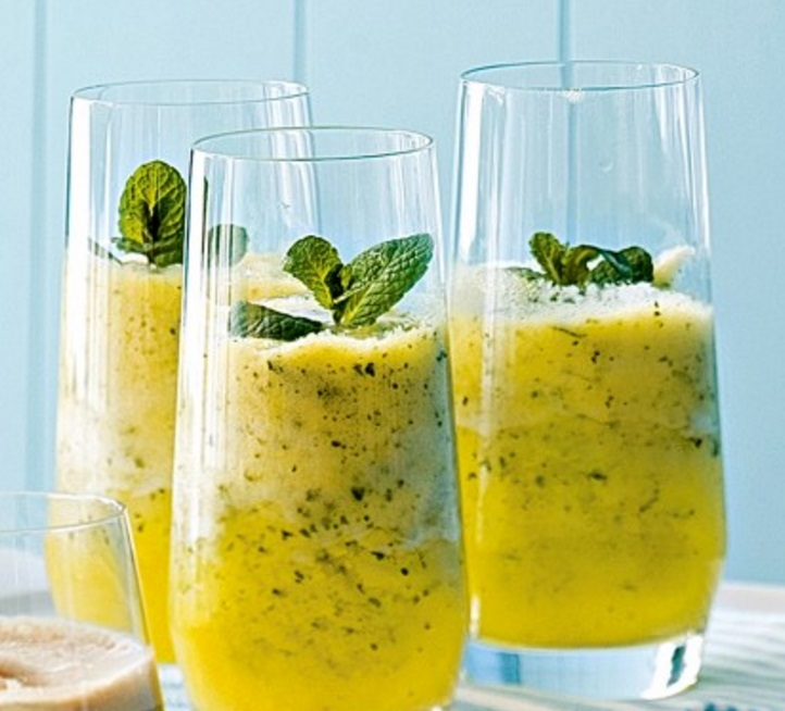 Pineapple and Mint Frappé