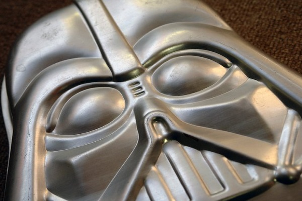 Top 10 Amazing, Nerdy and Unusual Cake Pans (Cake Moulds)