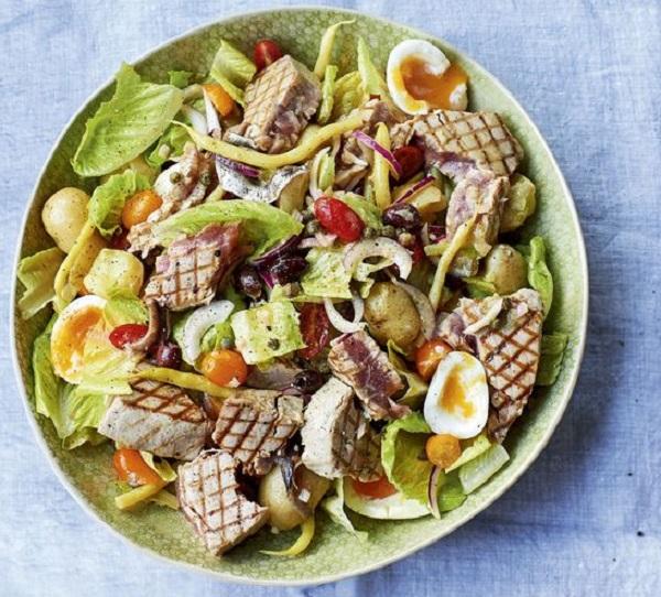 Salad Niçoise with griddled tuna