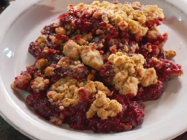 Chunky Blackberry and Peanut Butter Crumble