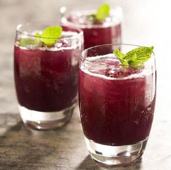 Grape-Pineapple Mint Fizz Skinny Cocktail