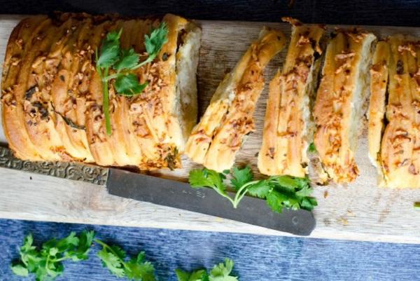 Cheesy Garlic Herb Pull Apart Bread