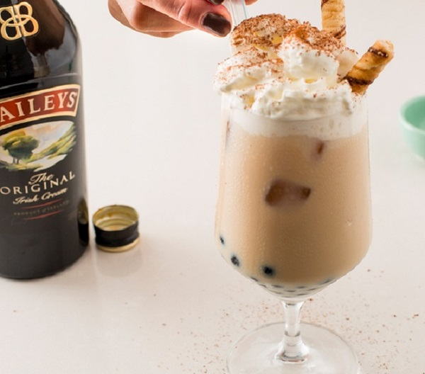 Boozy Vanilla Chai Bubble Tea