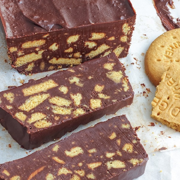 No Bake Chocolate Digestive Biscuit Cake