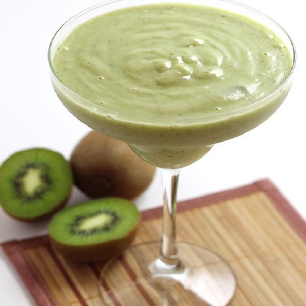Kiwi Smoothie with Pear and Avocado