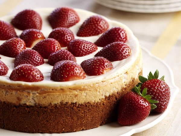 Classic Strawberry Cheesecake