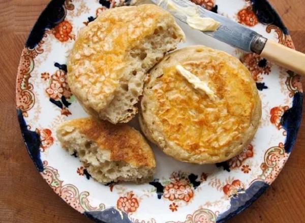 Homemade Hot-Butter Crumpets