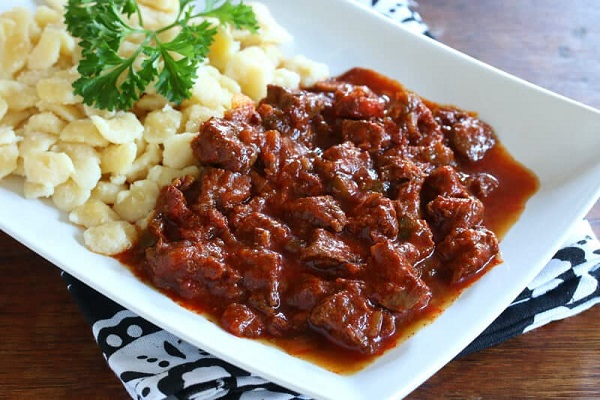 Traditional Marhapörkölt (Beef & Onion Stew)