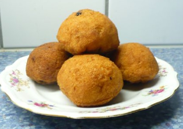 Traditional Astarpungar (Doughnut Love Balls)