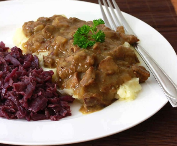 Traditional Dutch Hachee (Beef & Onion Stew)