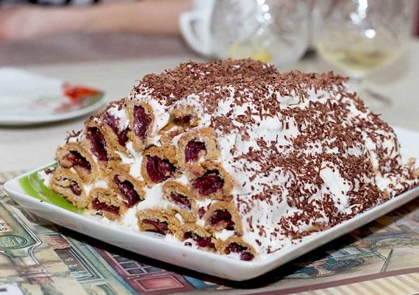 Traditional Moldovan Cușma lui Guguță (Crepes Cake)