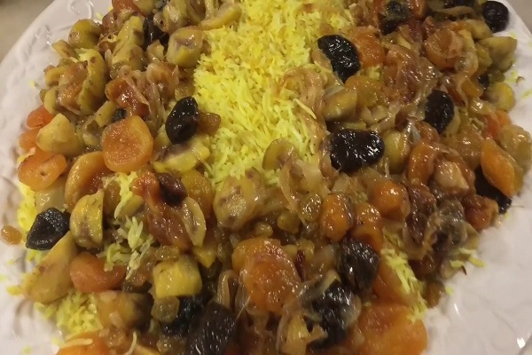 Traditional Azerbaijani Qaralı aş (Rice Pilaf with Saffron, Chestnuts & Dried Fruit)