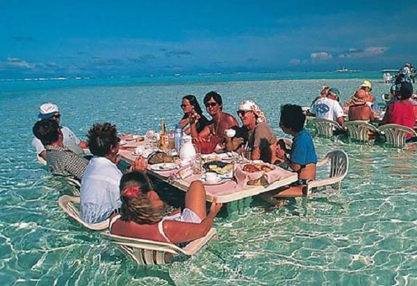 Dine In The Water, Bora Bora