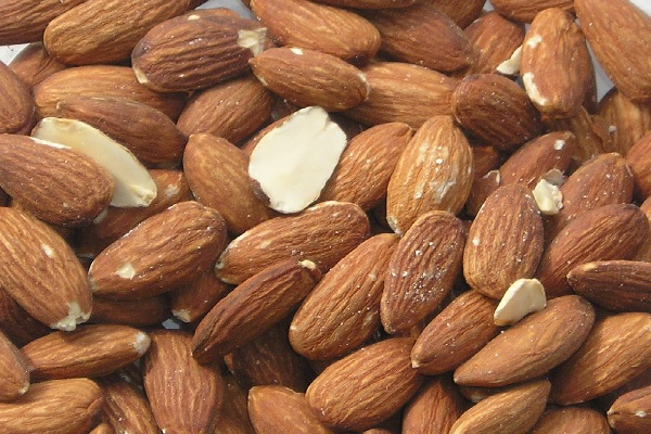 Almonds (7.3 mg – per 100 Grams)