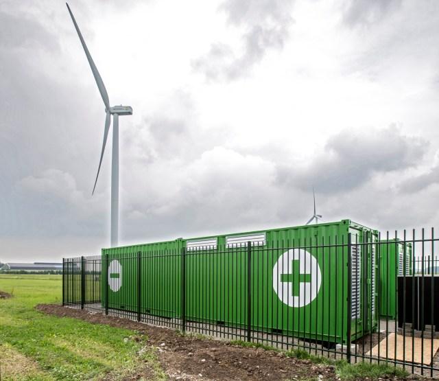 Alfen liefert ein auf BMW-Batterien basierendes Mega-Energiespeichersystem an Nuon, damit der Windstromüberschuss genutzt werden kann.