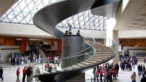 El ascensor hidráulico del Louvre