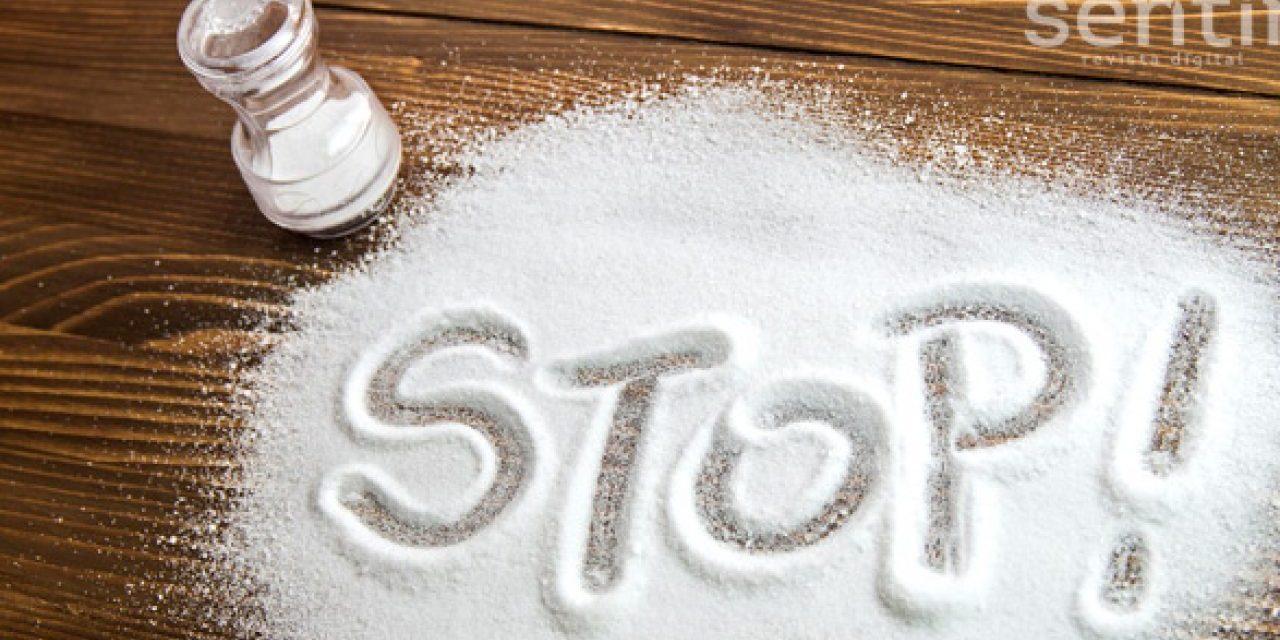 6 Síntomas de que consumimos demasiada sal