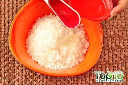DIY coconut oil sea salt scrub step2