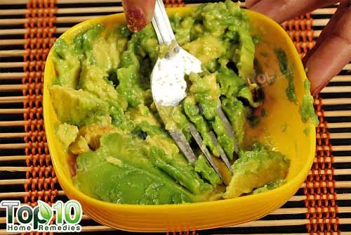 avocado and honey face mask step2