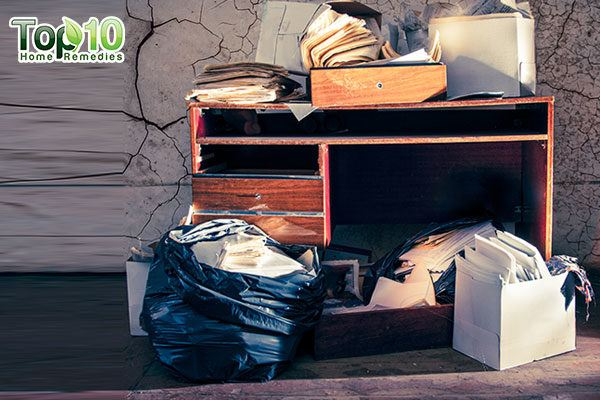 clean up clutter to remove bed bugs