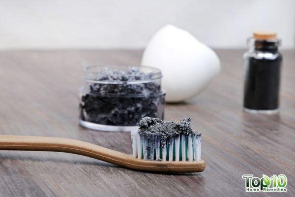 dentifrice au charbon actif fait maison