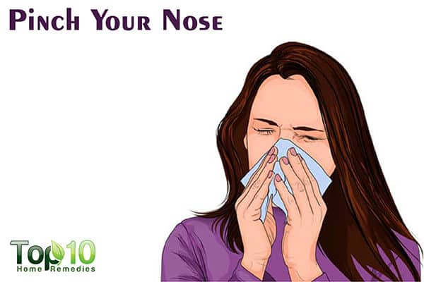 pinch your nose to stop nosebleeding during pregnancy