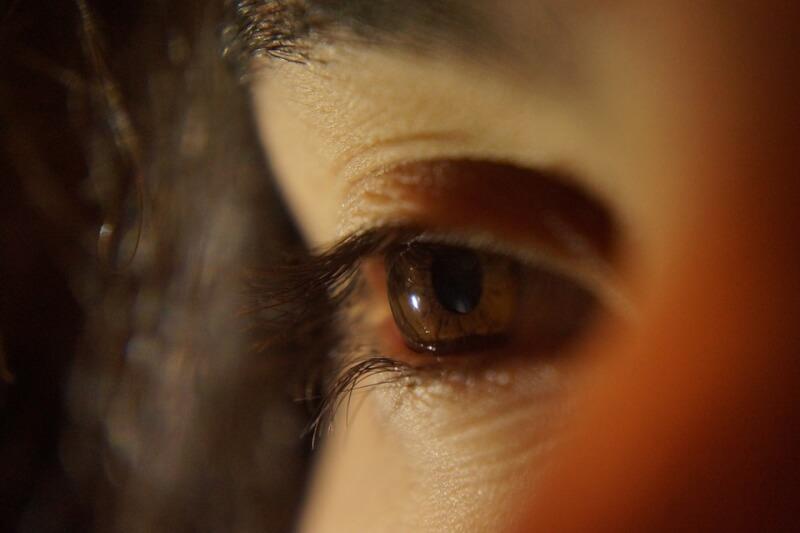 Comment être romantique et séduire du regard ?