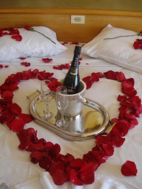 Romantic Valentines Day Bedroom Decorations