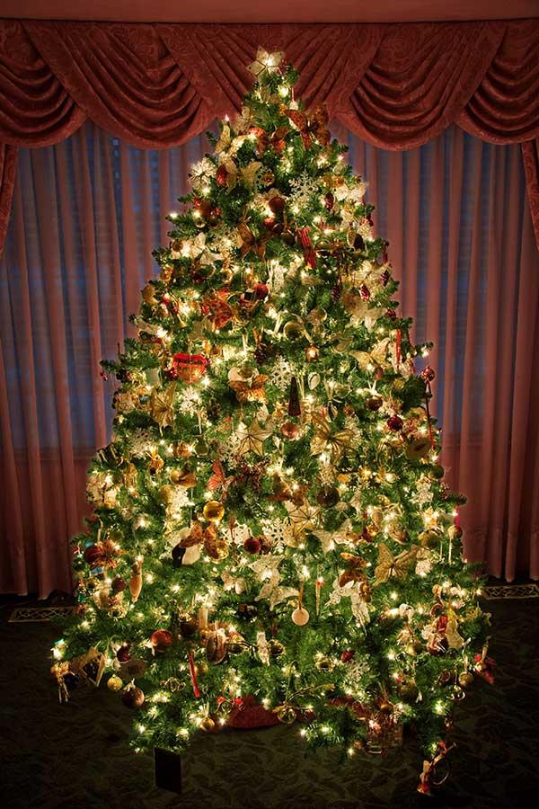 21 Incredible Christmas Tree Decorations