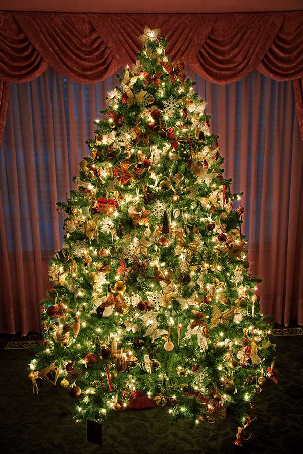 Pre Lit And Decorated Artificial Christmas Trees