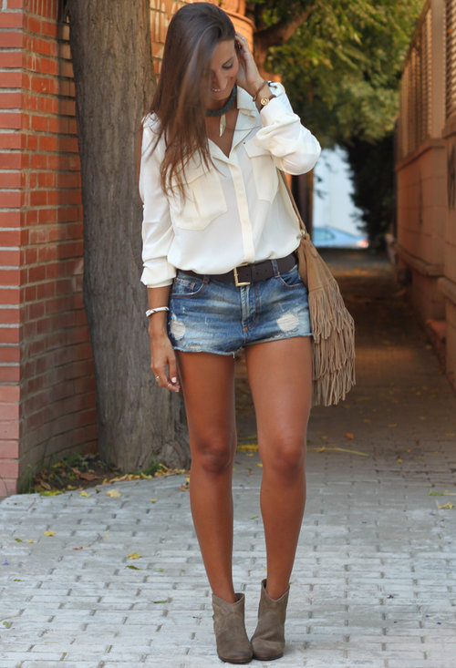 Wear Your Jeans Shorts In a Different Ways