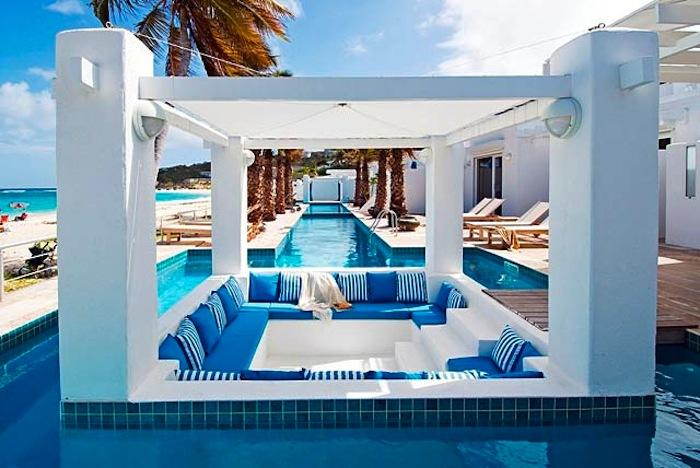 Sunken Sitting Area Designs In The Pool For Your Utmost