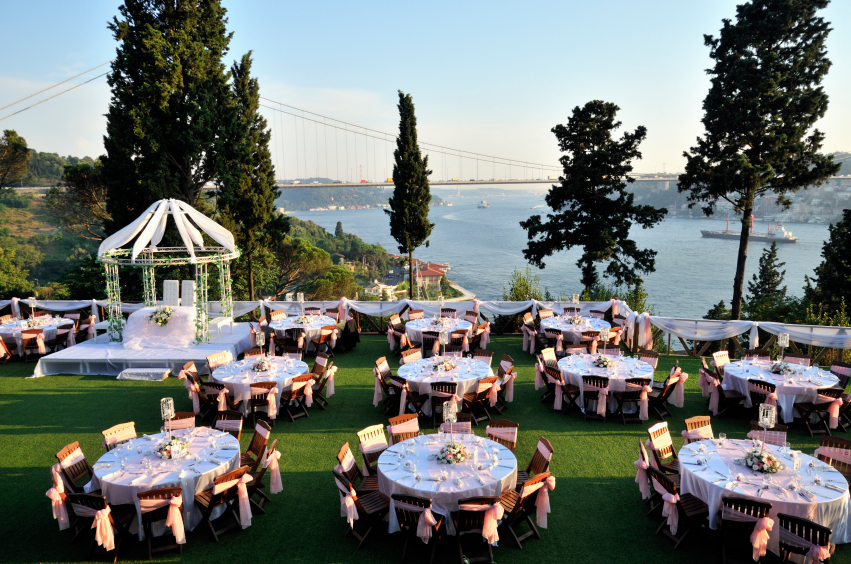 15 Mesmerizing Outdoor Wedding Reception Ideas