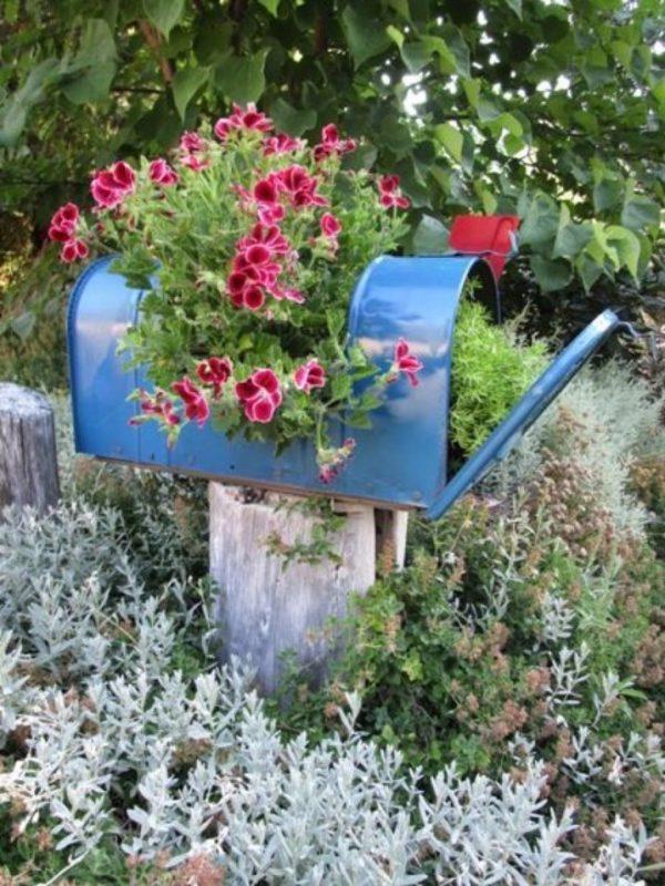 beautiful mailbox planters